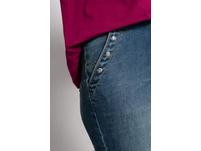Jeans Tara, Quernaht, Ziernieten, weite, gerade Form